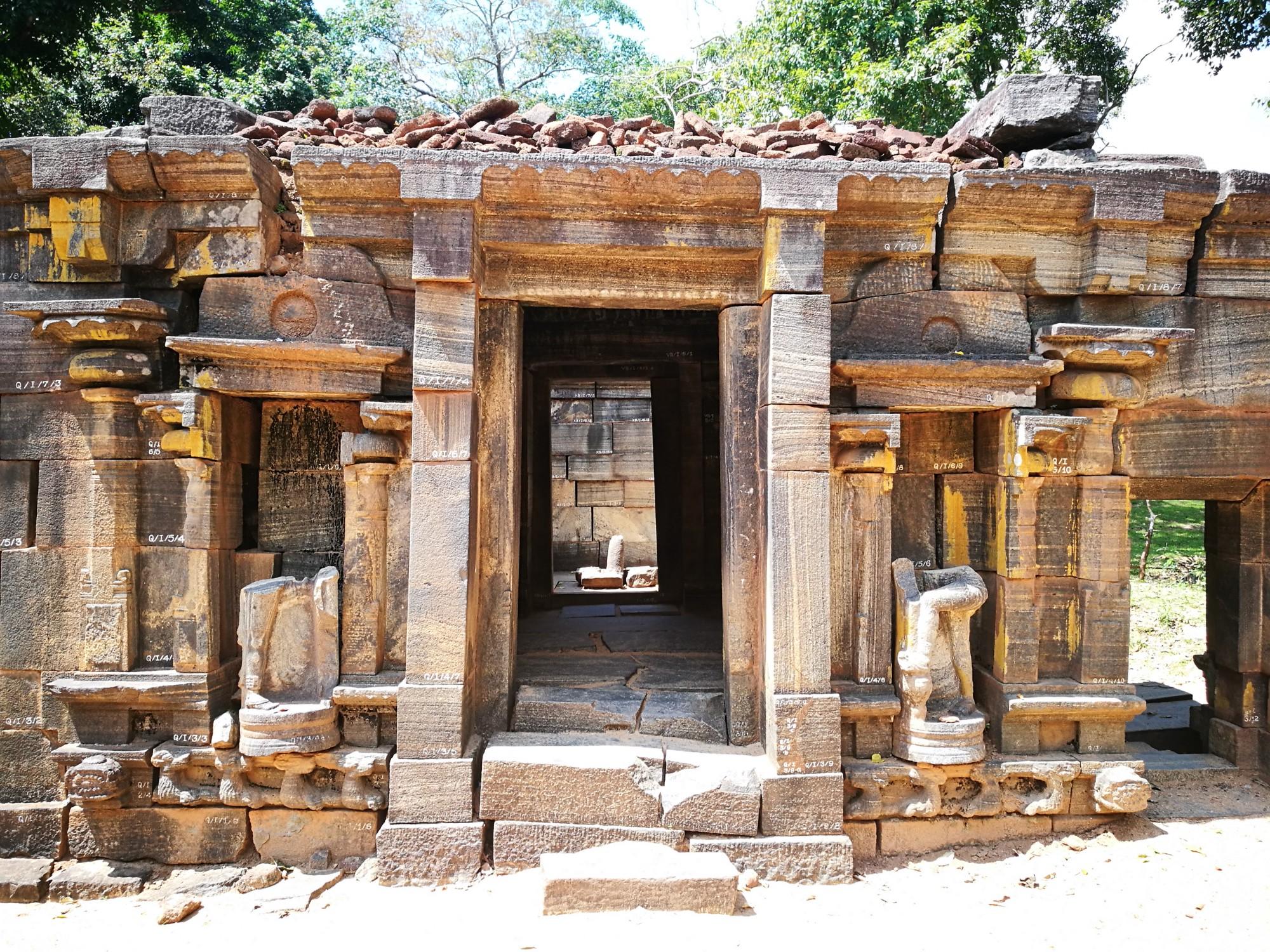 Viaggio in Sri Lanka: pietra e spirito