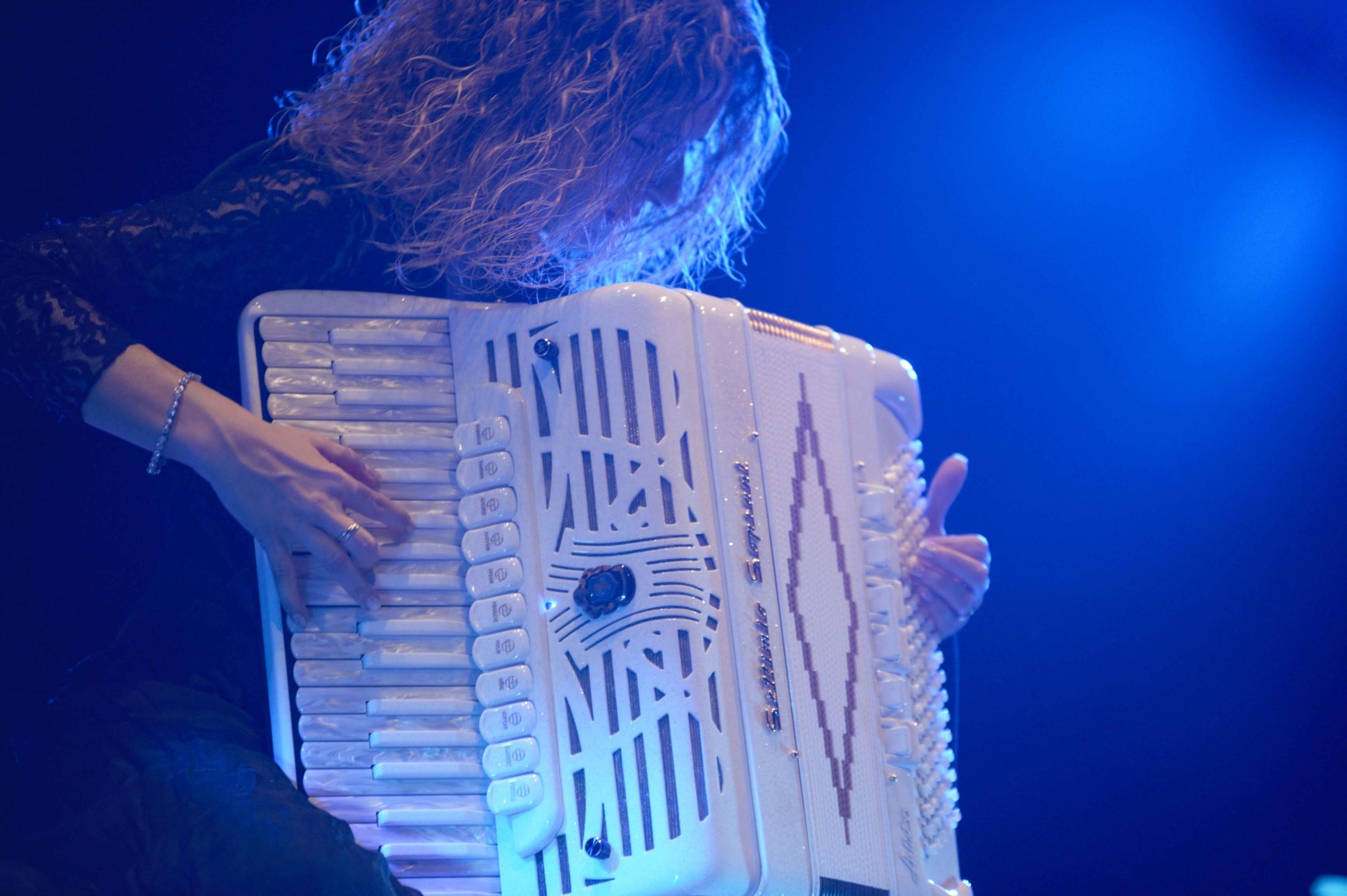 Rita Di Tizio, con la sua fisarmonica illumina la vita